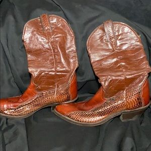 Beautiful Leather and Snakeskin cowboy Boots